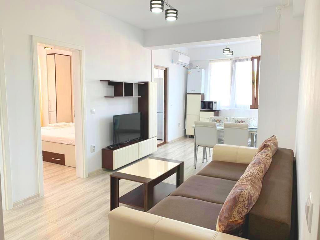 Evelyn Modern Apartment near Palas